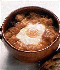 Česneková polévka s osmaženým chlebem