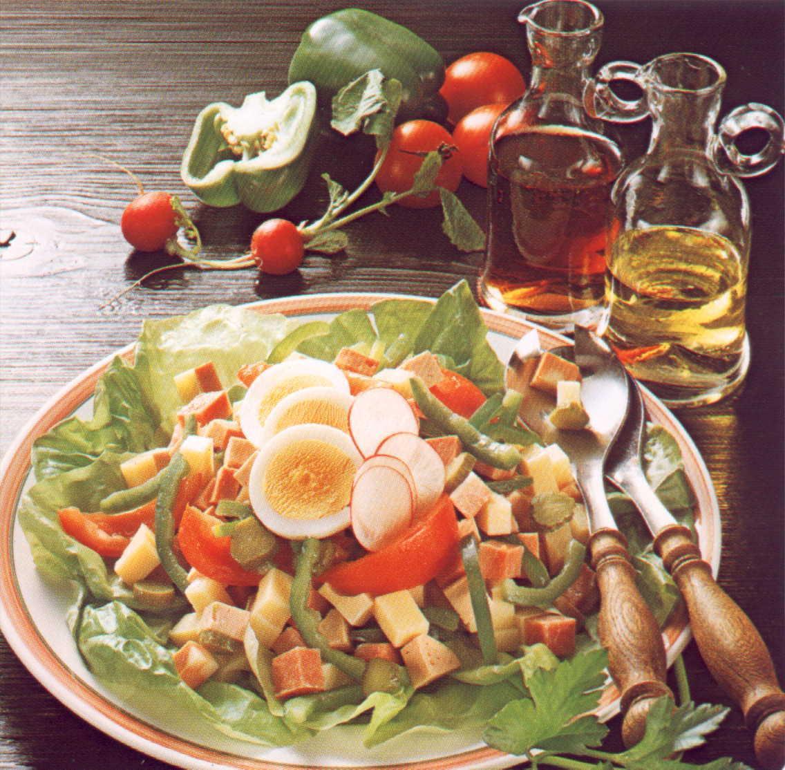 Masový salát se zeleninou