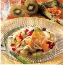 Zimní ovocný salát s mandlemi a eidamem