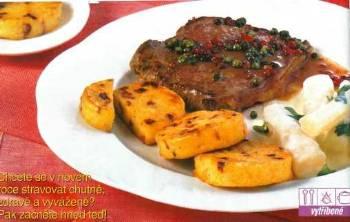 Hovězí steaky s černým kořenem a placičkami