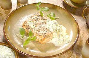0371 - Filé z lososa s okurkovou omáčkou