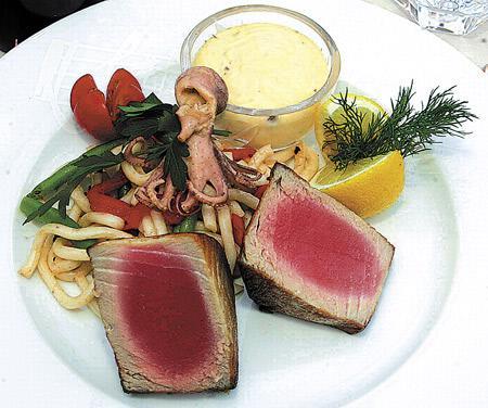 Opečený steak ze žlutoploutvého tuňáka