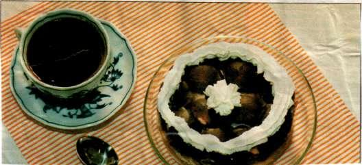 Jablkový dort s pudinkem a piškoty